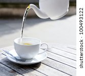Постер, плакат: Pouring green tea from