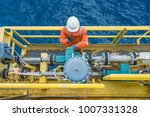offshore oil rig worker... | Shutterstock . vector #1007331328