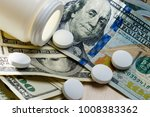 white pills of calcium vitamin... | Shutterstock . vector #1008383362