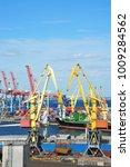 bulk cargo ship under port... | Shutterstock . vector #1009284562