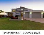 modern multilevel house...   Shutterstock . vector #1009311526