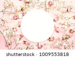 white round frame with small... | Shutterstock . vector #1009553818