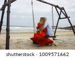 love romantic people | Shutterstock . vector #1009571662