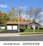 brown suburban ranch home with... | Shutterstock . vector #1009603108