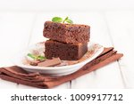 chocolate brownie square pieces ... | Shutterstock . vector #1009917712