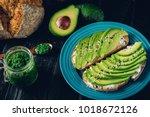 Fresh Green Avocado Sandwich O...
