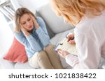 female psychologyst therapy