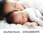mother and baby sleeping parent ... | Shutterstock . vector #1042688395