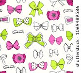 trendy seamless pattern with...   Shutterstock . vector #1069489586