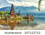 pura ulun danu temple on a lake ... | Shutterstock . vector #107122712