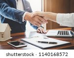 real estate agent and customers ... | Shutterstock . vector #1140168572