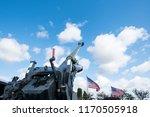 Heavy artillery gun with high elevation