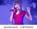 Taylor Swift Performs And Turns ...