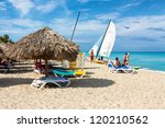 Постер, плакат: Tourists enjoying the beach
