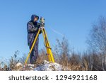 The cadastral service worker conducts surveying and topographic measurements