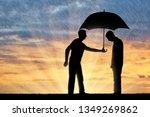 Altruist Man Shares An Umbrell...