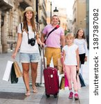 couple with two kids travelling ... | Shutterstock . vector #1387387082