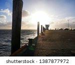 Die schöne Nordsee verbunden mit der Sonne und einem schönen Himmel.