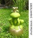 Dekorative Ceramic From  Frog...