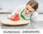 Housewife Decorates Isomalt  ...