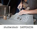 Постер, плакат: craftsman working on stone