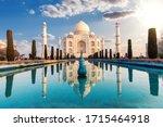 Taj Mahal And Its Reflection ...