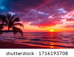 Beautiful sunset tropical beach ...