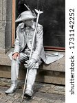 Silver living statue   rest for ...