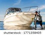 Big Luxury Cabin Motorboat...