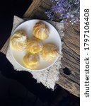 Delicious Cream Puff Cakes With ...