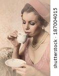 Attractive Vintage 1920s Lady...