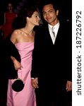 Small photo of Julia Roberts, Benjamin Bratt at the New York premiere of STEPMOM, 12/15/98
