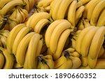 Fresh Rire Bananas On Market    ...