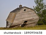 Dillpidted Old Barn Falling...