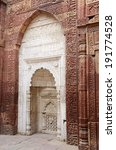 White Mihrab In Qutub Mosque In ...