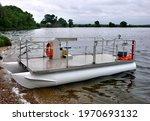 Boom Laying Catamaran For Oil...