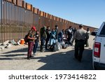 Migrants from columbia wait to...