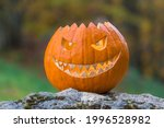 Scary Smiling Halloween Pumpkin ...