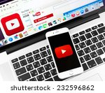 Постер, плакат: Youtube icon on Apple