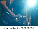 Постер, плакат: Guitarist on stage for