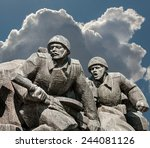 Soviet Era Ww2 Memorial In Kie...