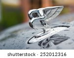Постер, плакат: Bentley logo on the