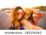 Постер, плакат: Selfie fun girls taking
