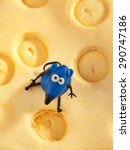Small photo of Mouse on cheese fondant cake