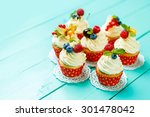 Cupcakes With Summer Berries O...