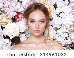 Portrait Of A Beautiful Fashio...