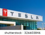 Постер, плакат: Tesla Motors automobile dealership