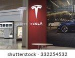 Постер, плакат: Tesla Motors Store in