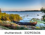 Постер, плакат: Old boat on the