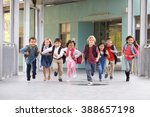 Group of elementary school kids ...